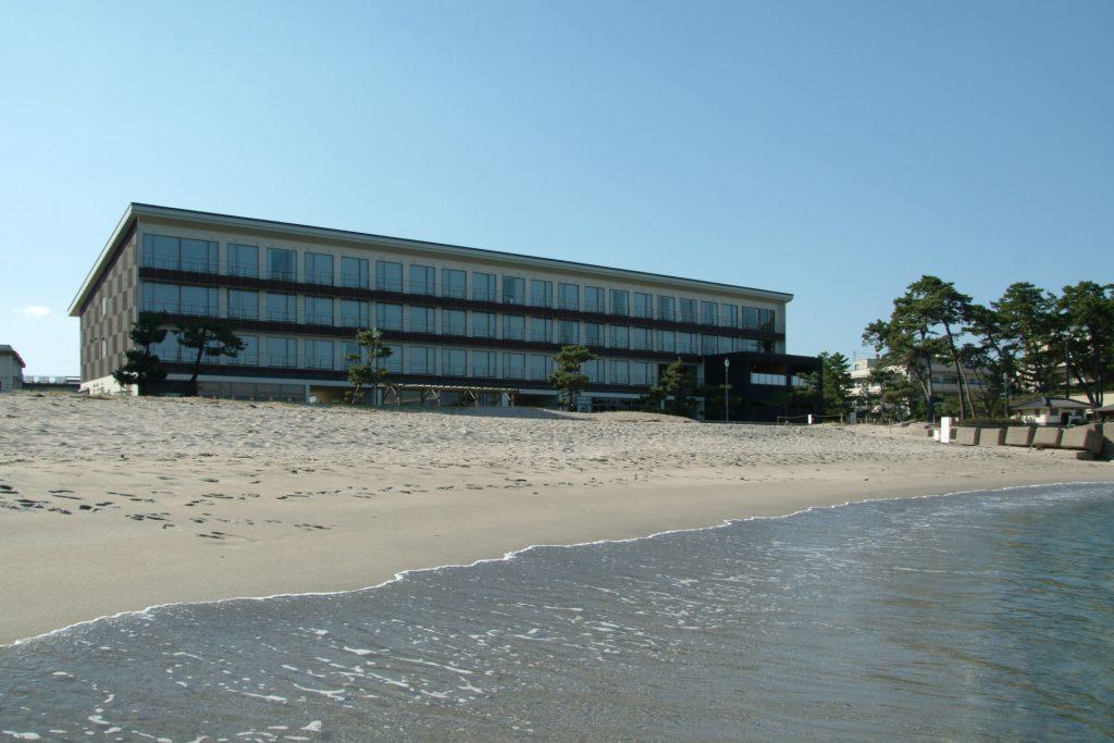 ベイサイドスクエア皆生ホテルと砂浜