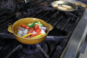 にんにくオイルで煮る